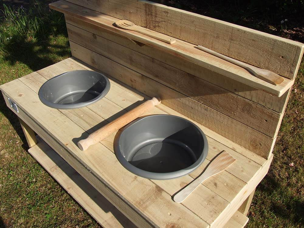 Mud Kitchen With Plastic Bowls & Utensils